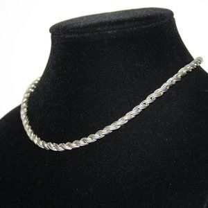 Heavy pretty vintage silver necklace with magnetic